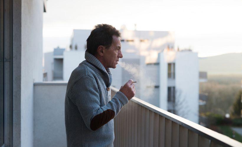 Сигарета на балконе – опасность для жизни соседей
