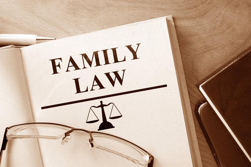 Как сменить фамилию ребенку после развода: способы и заявления