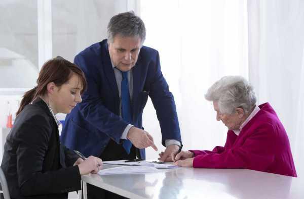В случае смерти заемщика кто выплачивает кредит