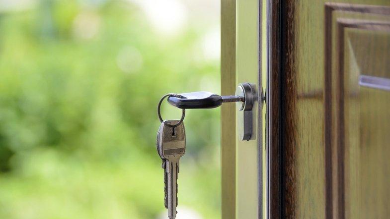 Инструкция по продаже подаренной квартиры в 2020 году: налог и образцы документов