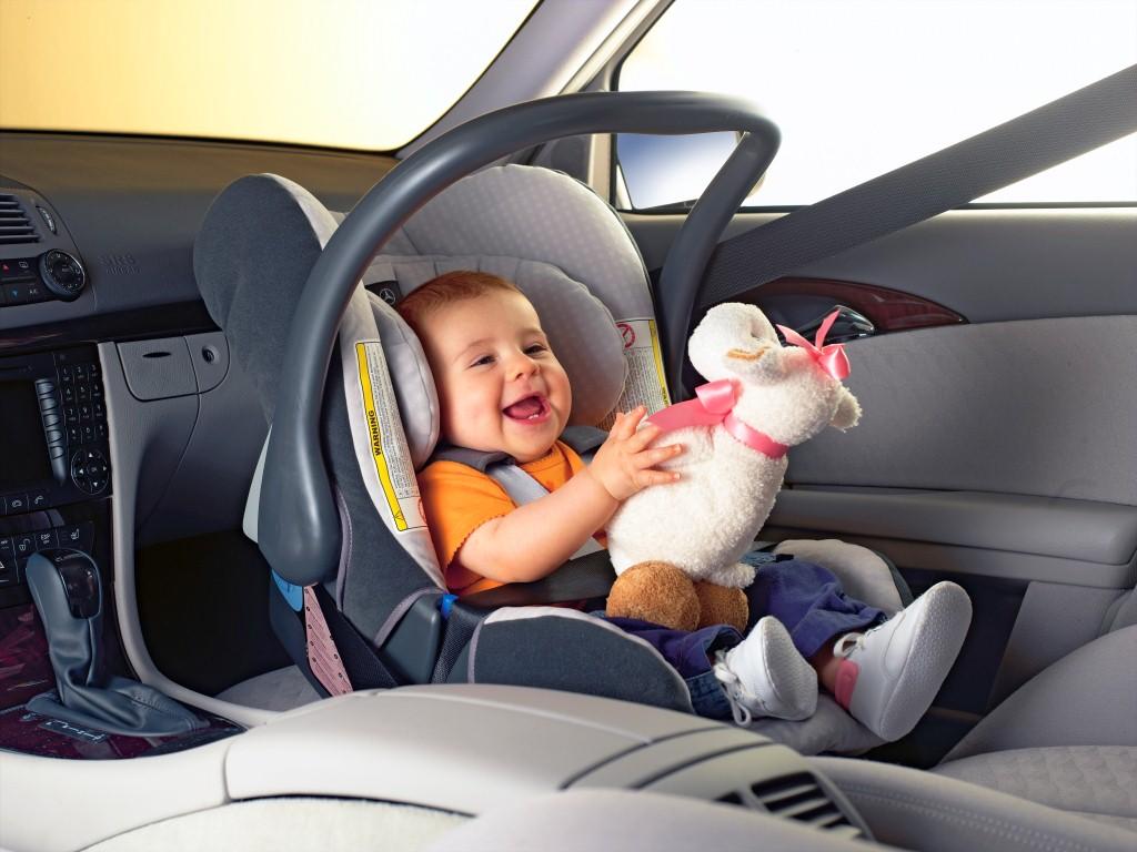 Перевозка ребенка без кресла в авто чревата штрафом
