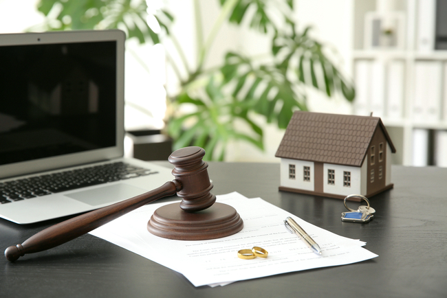 Как развестись в тюрьме: нюансы расторжения брака с осужденным и советы юристов