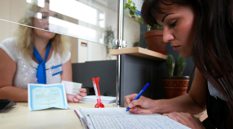 Можно ли оформить пенсию по месту жительства, а не прописки: сроки и способы оформления
