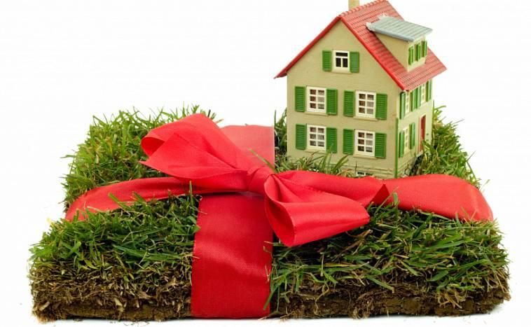 Договор дарения дачного участка между родственниками - как подарить и оформить дарственную близким?