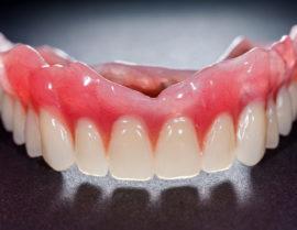 Кому положено льготное протезирование зубов? в 2020 году