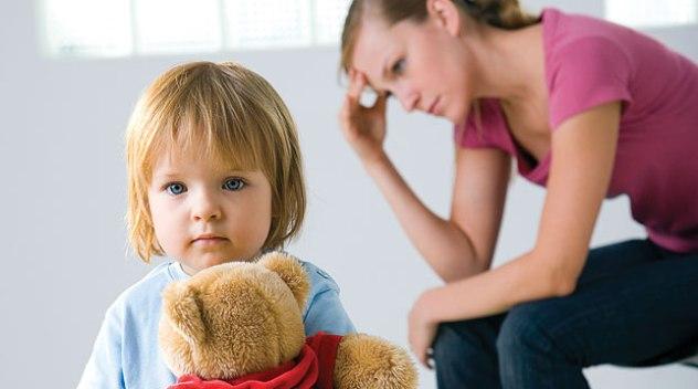 Как поменять фамилию ребенку после развода: без согласия отца, до или после 14 лет