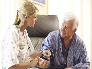 Опека над пожилым: оформление, требования к опекуну, выплаты и льготы
