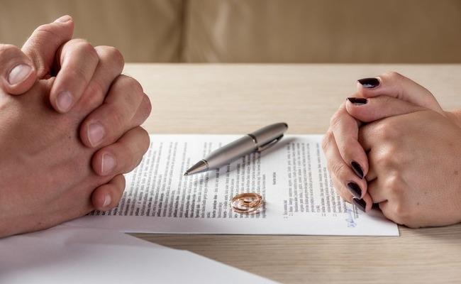 Какова стоимость брачного договора у нотариуса или иного юриста? можно ли составить контракт самостоятельно?