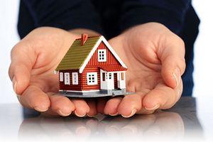 Нужно ли платить налог при дарении квартиры близкому родственнику: облагается ли дарственная налогом и какую декларацию подавать?