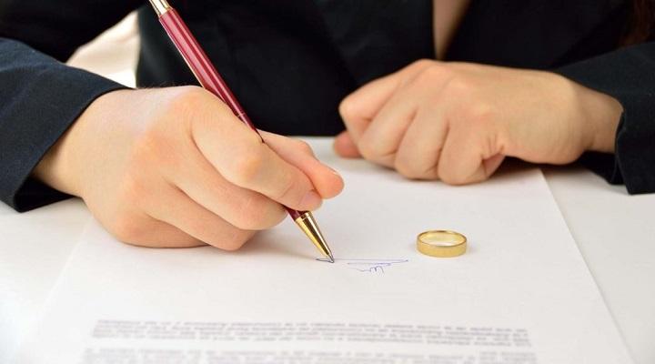 Можно ли забрать заявление из загса о разводе одному из супругов. lawyertop.ru