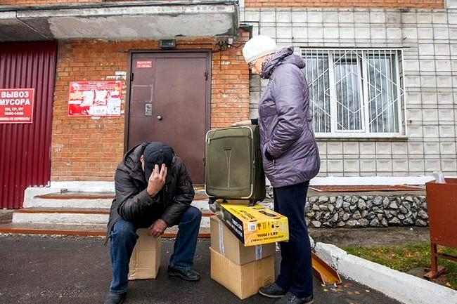 Как выселить человека из квартиры, если он в ней прописан и он не собственник