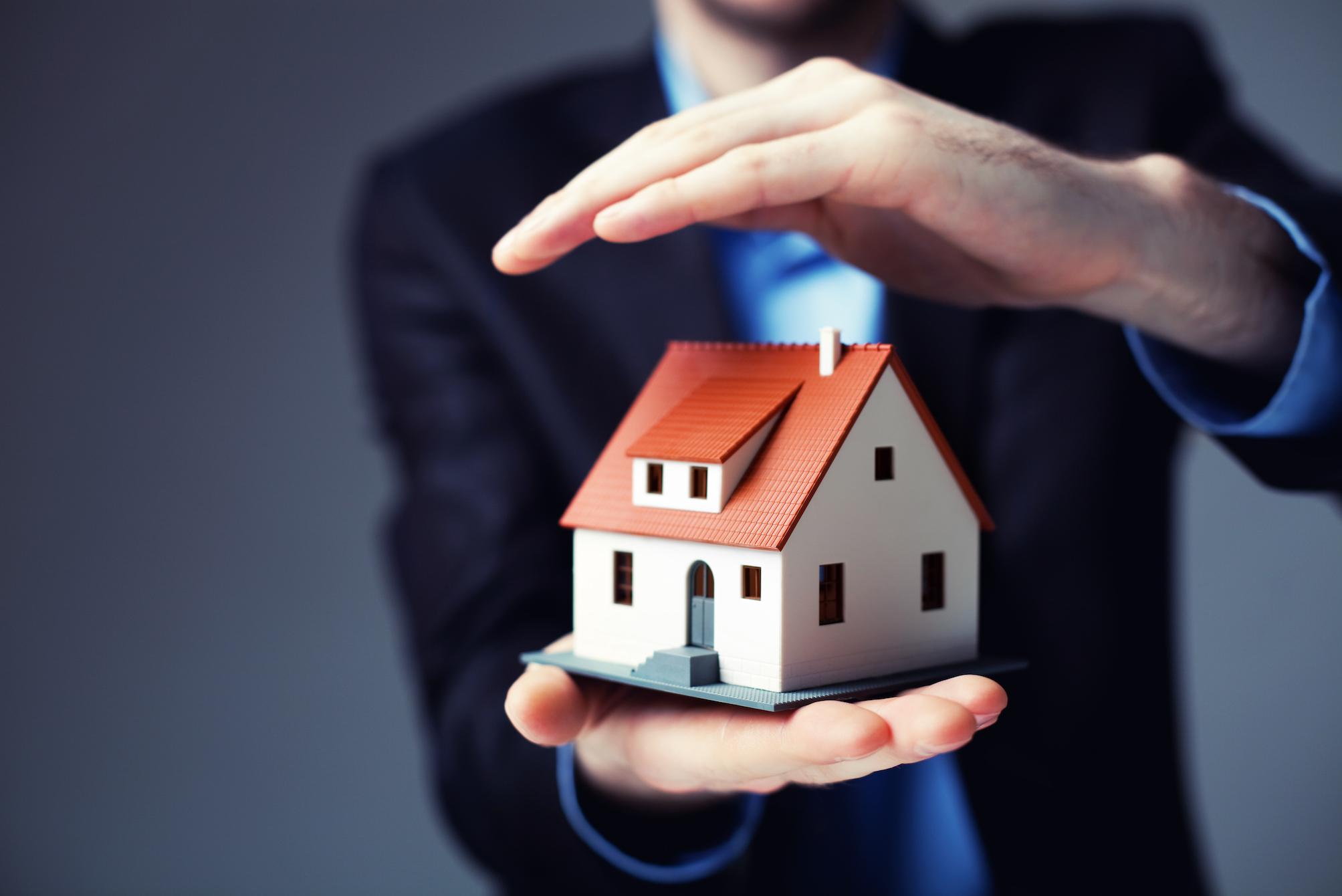 Обязательно ли страхование жизни, недвижимости и титула при ипотеке каждый год: калькулятор и стоимость оформления