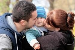 Новым папам и мамам: как москва поддерживает семьи с приёмными детьми