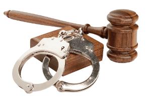 Как развестись, если муж сидит в тюрьме: расторжение брака с осужденным к лишению свободы и заключенным под стражу супругом, а также может ли он попросить о разводе?