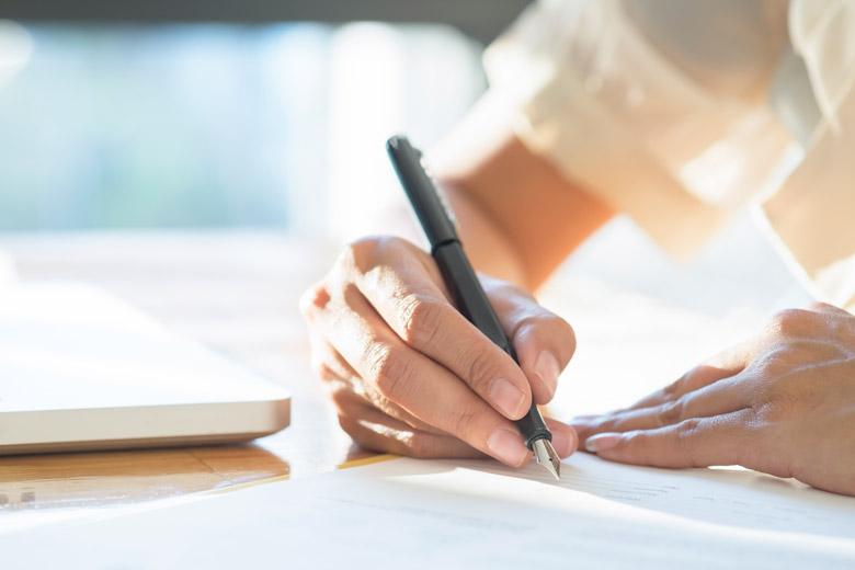 Как можно поменять фамилию ребенку после развода при его желании или без него
